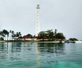 mercusuar pulau lengkuas-min