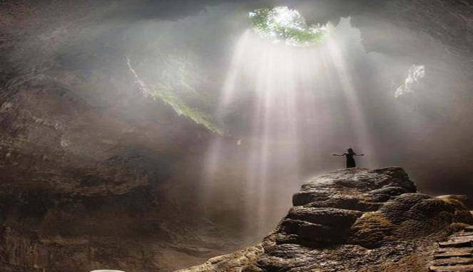 ray of light gua jomblang