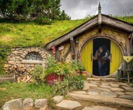 wisatawan rumah hobbit tulungagung