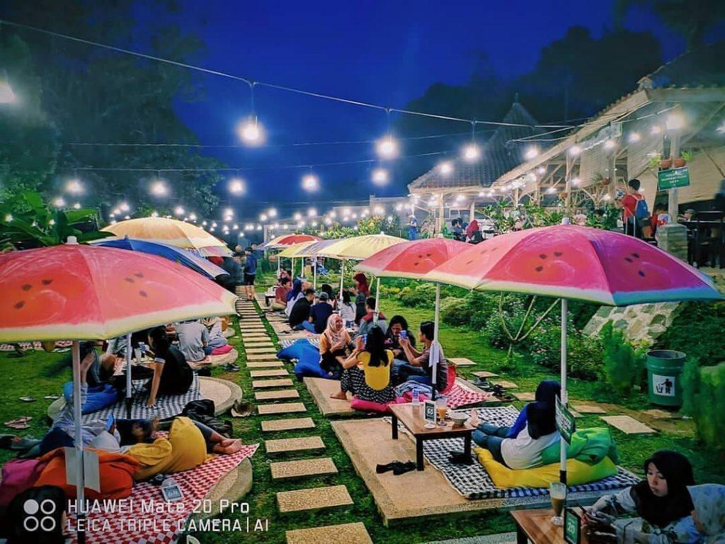 Cafe Tepi Danau Bogor